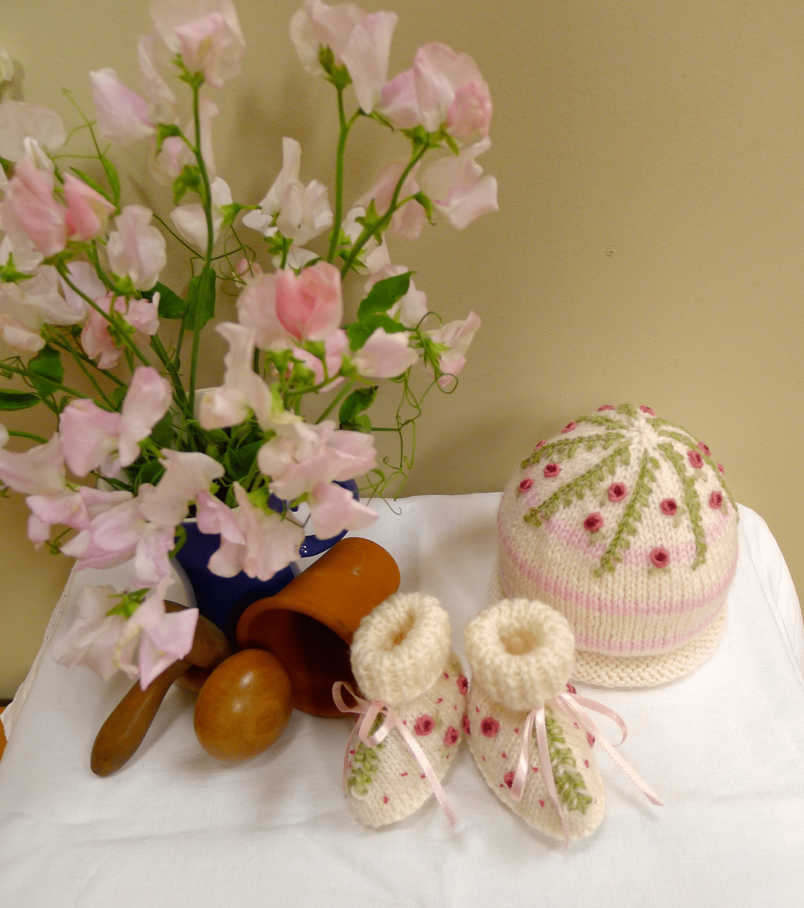 Victoria and Albert, Embroidered hat and booties set for babies